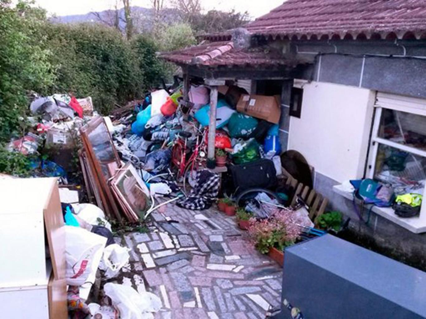 Outside the home,  Faro de Vigo/J Lores